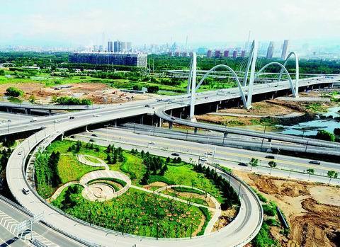 太原:在互通立交桥下建小游园 增加市民休闲场所